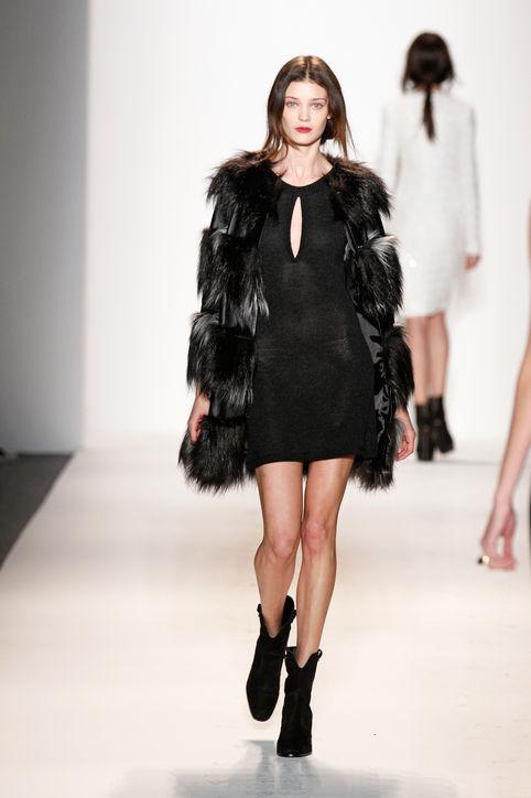 Kabáty, šaty moda podzim zima 2013-2014